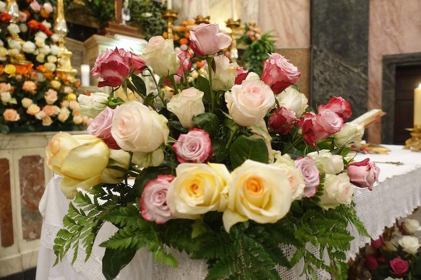 Bonne Fête Ste Rita! Roses-autel-fete-sainte-rita
